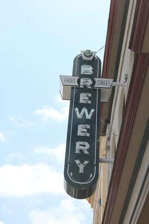 Front Street Brewery: entrance