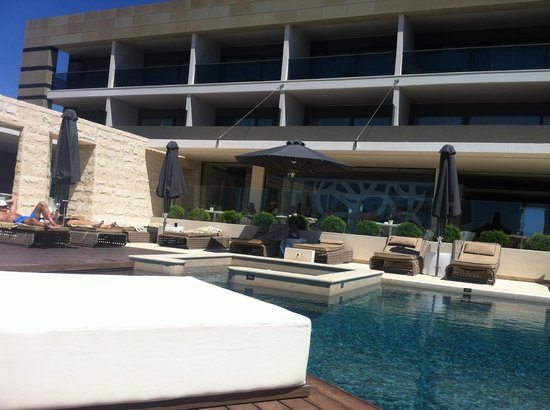 Aqua Blu Boutique Hotel + Spa: view from pool bed