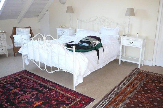 Auberge Clermont: Gorgeous, roomy bedroom