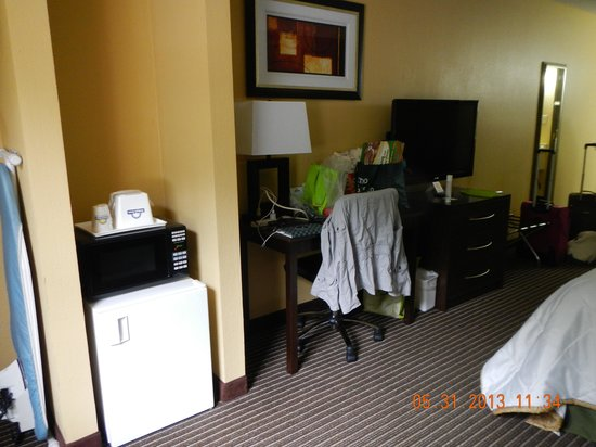 Days Inn Perryville: room