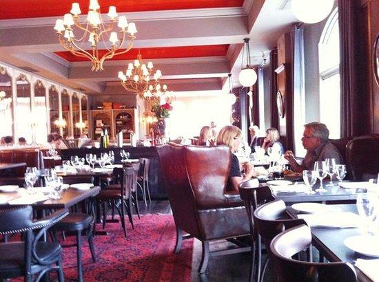 Pazzo Taverna and Pizzeria: Pazzo - elegant dining room