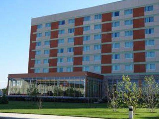 Akwesasne Mohawk Casino Resort: outside- pool windows