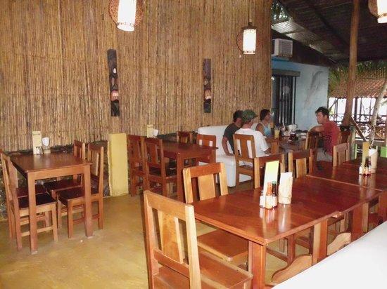 Vida Hermosa Bar y Restaurante: Instalaciones amplias y comodas frente al mar!
