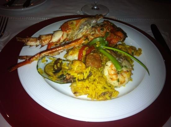 La Casa de Los Nogueras: amazing paella served at our table