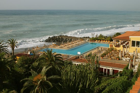 Blick vom strand zum hotel picture of hilton giardini - Hilton hotel giardini naxos ...