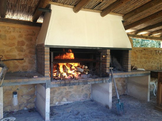 Can Torna: Holzgrill
