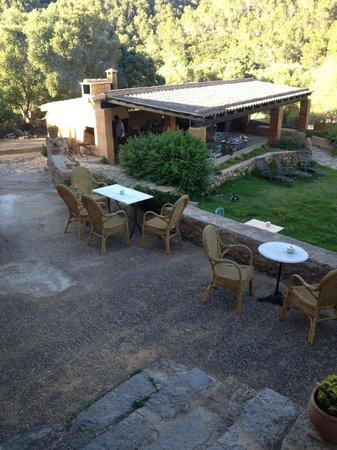 CanTorna: Aussicht vom Haus auf die Gartenlaube