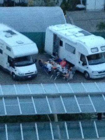 Area Camper Il Pozzo: dettaglio tendalino