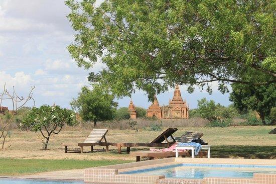 Kumudara Hotel Bagan: Outside Pool