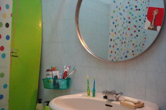 Supadupa Surfhouse: The Bathroom