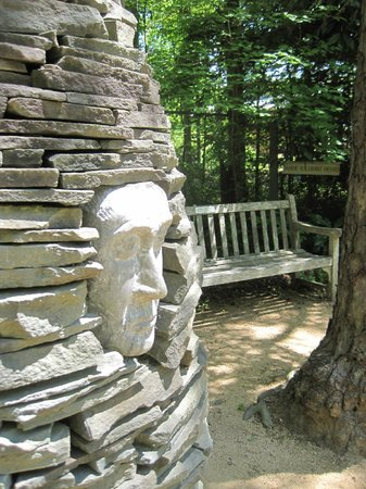 North Carolina Botanical Garden: Stone face with bench