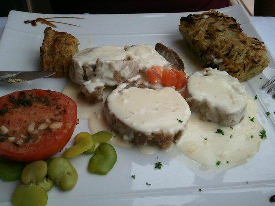 Le Relais Guillaume de Normandy: Roulade de veau farci d'une mousse de saumon fumé