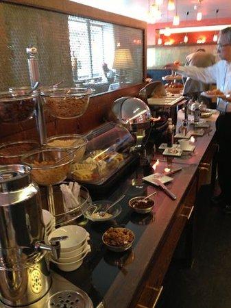 هوتل أونجلتير آند ريزيدنس: Breakfast spread