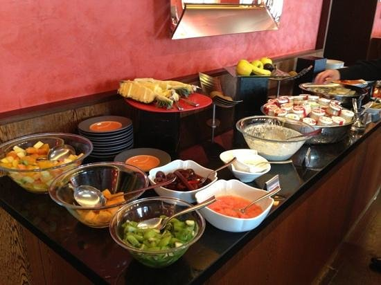 Angleterre & Residence Hotel: More breakfast spread