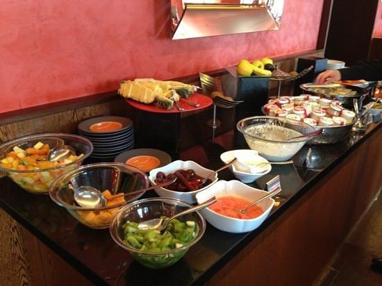 هوتل أونجلتير آند ريزيدنس: More breakfast spread