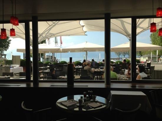 هوتل أونجلتير آند ريزيدنس: Breakfast indoors and outdoors