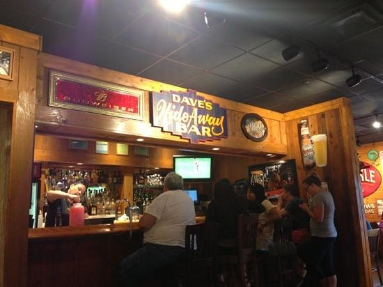 Famous Dave's: Bar
