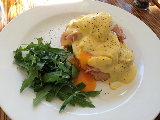 The Pass Cafe: Eggs Benedict - tasty!