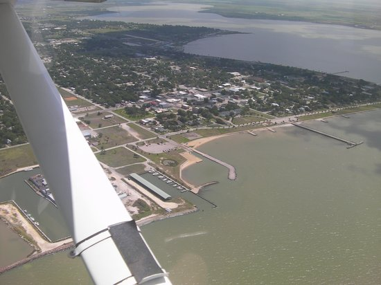 Luther Hotel : Aerial view (Hotel is in front of circle drive across from pier)
