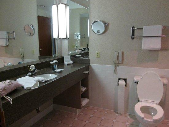 Crowne Plaza Springfield: Nice Bathroom