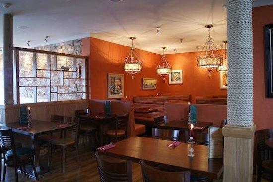 La Barca Spanish Tapas & Wine Bar: cosy dining