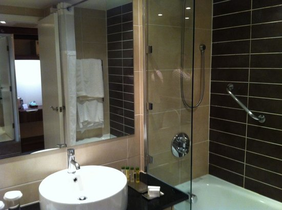 Doubletree by Hilton Chester: Bathroom