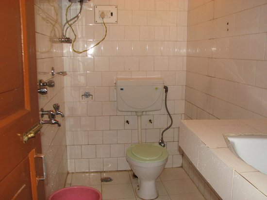 Tandin hotel : Washroom in Room No.313 at Tandin