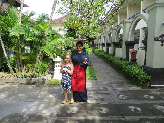 Legian Paradiso Hotel: Just one of the lovely staff with my daughter