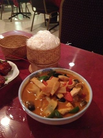 Vientiane Restaurant: Tasty red curry, just right consistency
