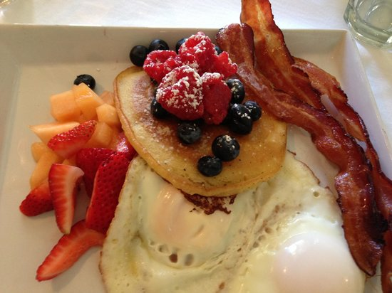 Parker House Inn and Restaurant: breakfast daily - pancakes, french toast, bacon, eggs