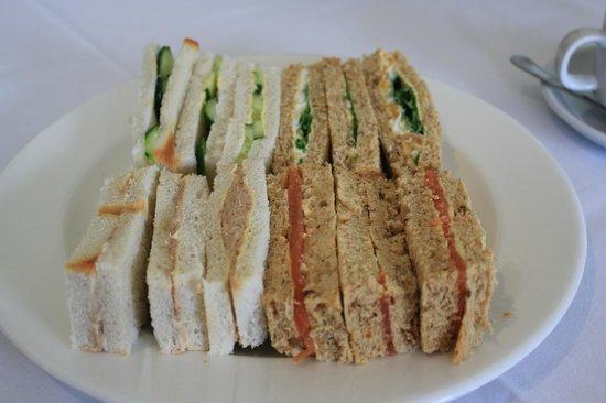 Grovefield House: Sandwich Plate