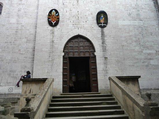 Cathyedral (Duomo di Gubbio): Facciata