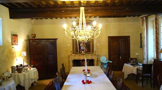Domaine de Rhodes: Domaine de Rhondes - breakfast table