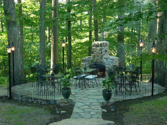 Crestmont Inn: Outdoor Dining!