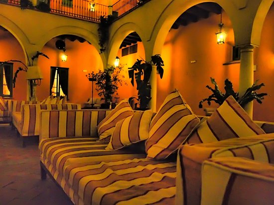 Hacienda Montija: Salon patio central