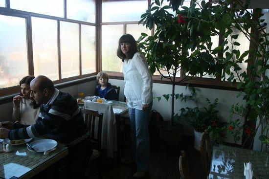 Atlantis Hotel: Breakfast room
