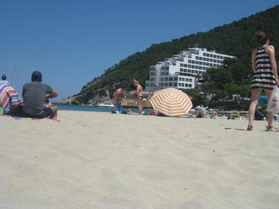 Palladium Hotel Cala Llonga: Cala Llonga Beach