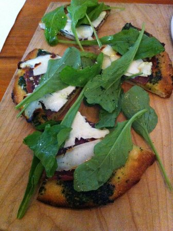 Cakes and Ale Restaurant and Bar: Flatbread with rabe pesto, parmesan and fresh arugula