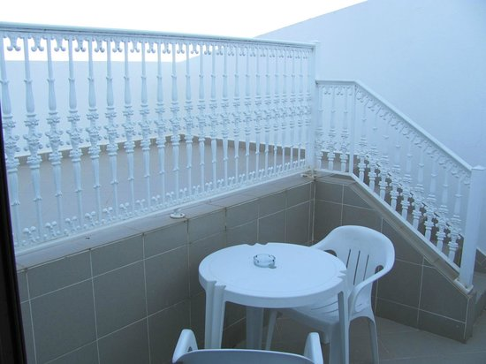 Hotel Apartamentos do Golf: Rear private balcony room 410