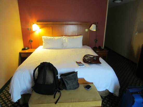 Hampton Inn & Suites Windsor - Sonoma Wine Country: Bed
