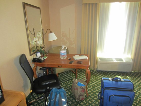 Hampton Inn & Suites Windsor - Sonoma Wine Country : Room