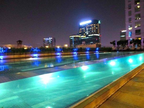 InterContinental Residences Saigon: Amazing pool---like an aqua cube of water
