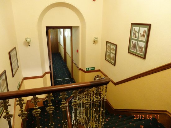 Whin Park Guest House: Staircase