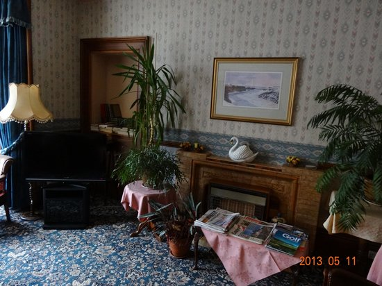Whin Park Guest House: Living / Dining Room
