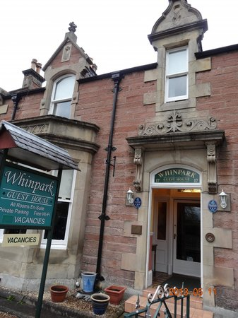 Whin Park Guest House: Main entry