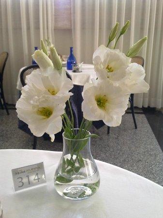 Hotel Ambra: fiori a tavola