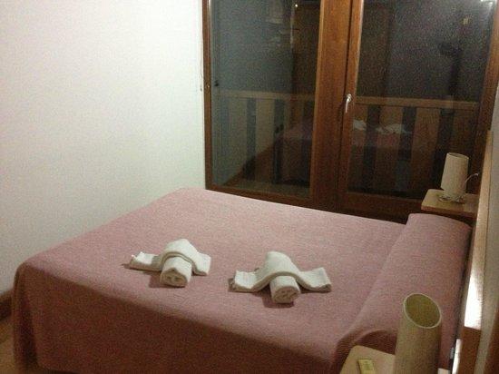 Apartamentos Metsola: Room