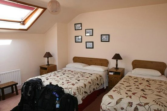 Murphy's B & B: Room with twin beds (though double was booked)