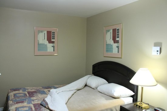 Knights Inn Owen Sound: 2 double bed room