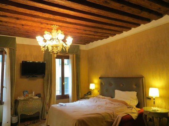 Hotel Al Ponte Mocenigo: Beautiful Spacious Hotel Room